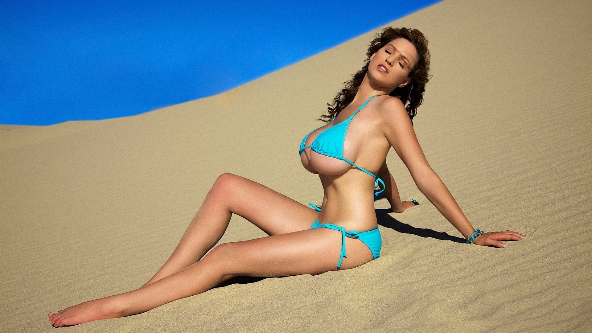devushki-v-bikini-video-v-hd