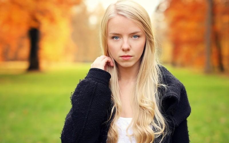 skachat-fotografii-devushek