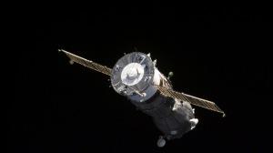 spaceship_flying_open_space_62634_300x168.jpg