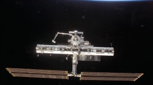 station_solarearth_earth_orbit_outer_space_61030_300x168.jpg