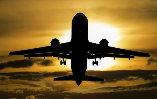 aircraft-1362586_1920.md.jpg