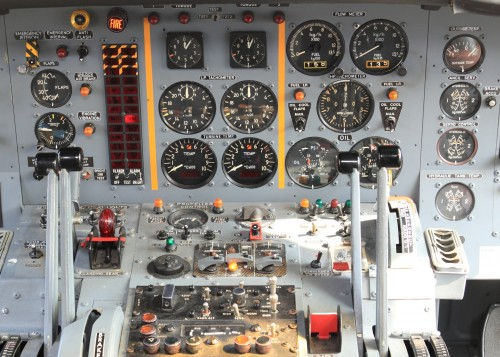 aircraft-1367289_1920.md.jpg
