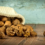 walnuts-1213008_1920.th.jpg